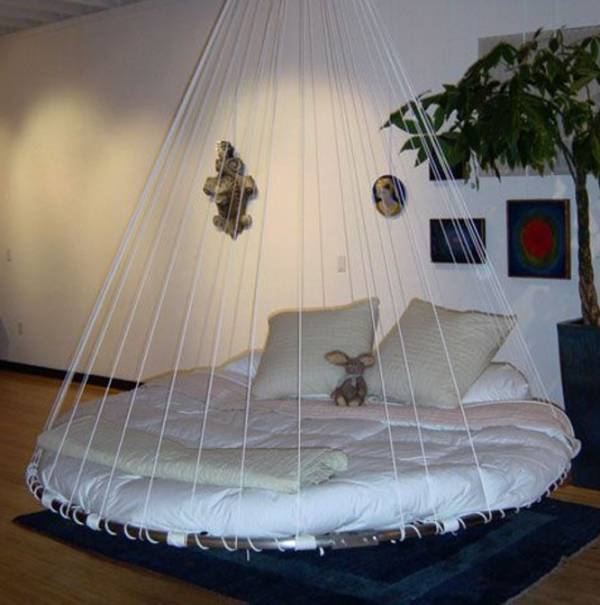 Rond hangend bed